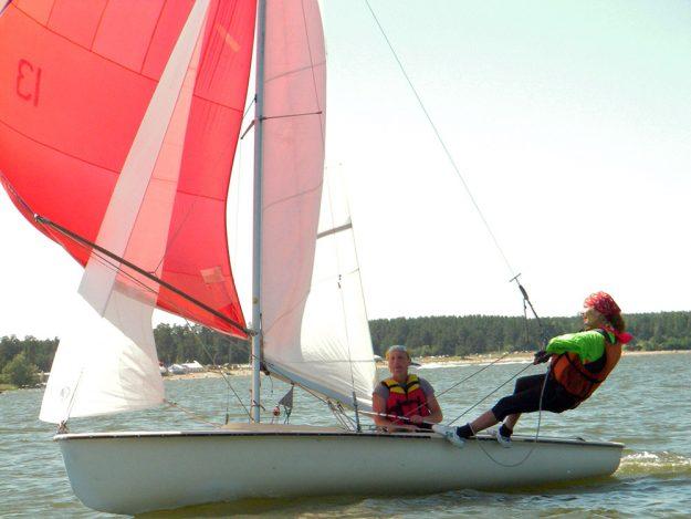 Экстремальная прогулка на яхте олимпийского класса 470 в качестве шкотового