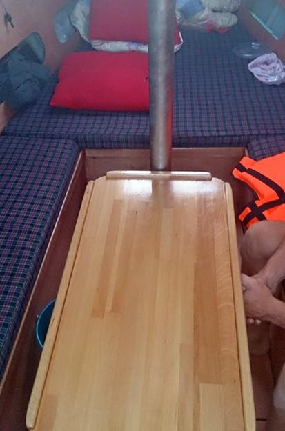 в каюте яхты Кристофер